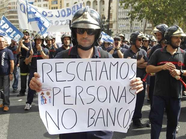 rescatamos personas no bancos